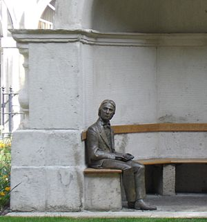 English: Statue Of John Keats-Guys Hospital-London